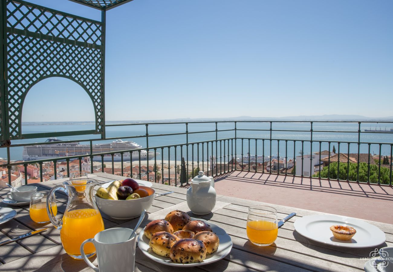 Large luxury furnished terrace with views of Lisbon and the Tagus River