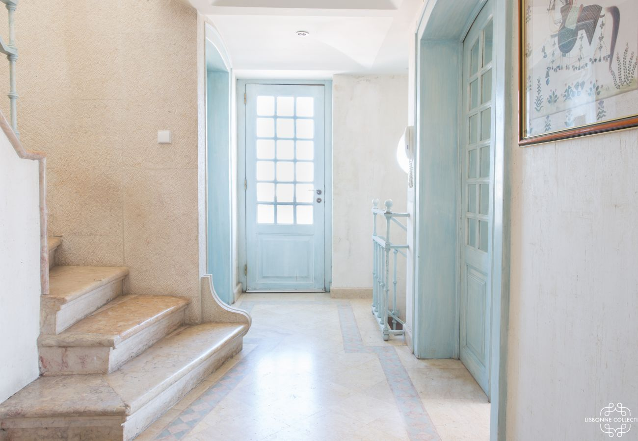 Bright entrance hall with stone staircase