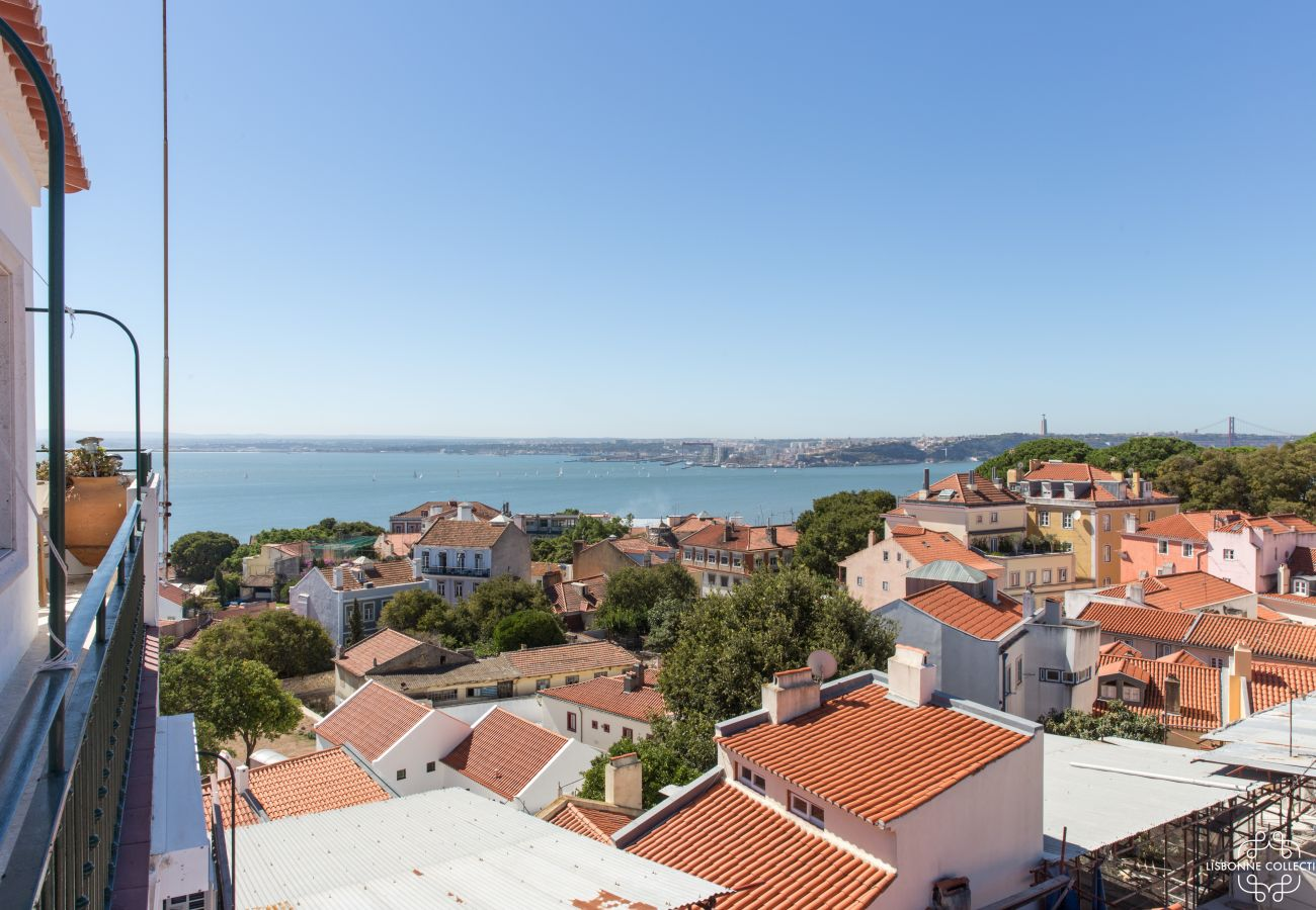 Large balcony with views of the Tagus River and Sao George Castle