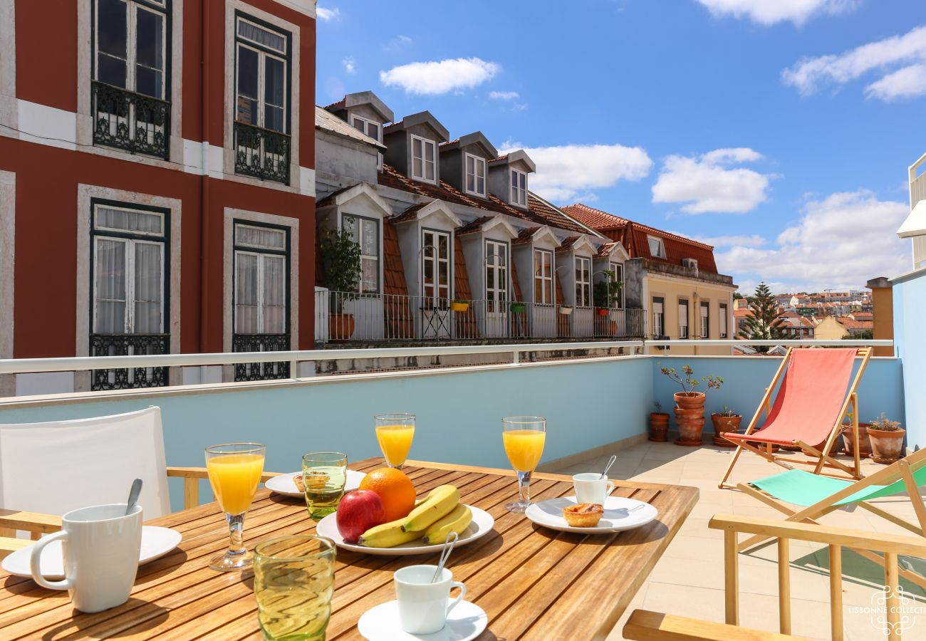 Spacious and colorful furnished terrace in the center of the city