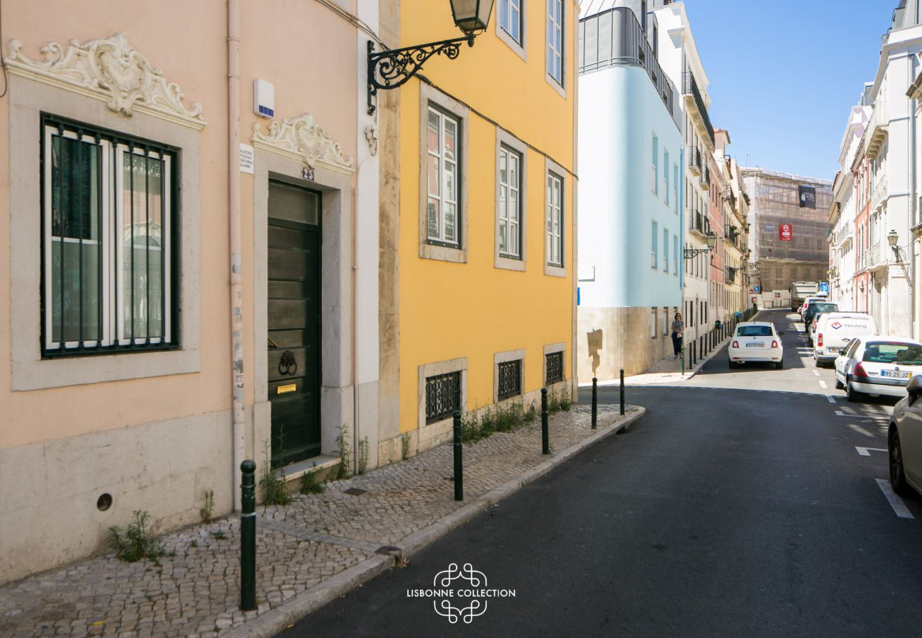 Apartment in Lisbon - Azulejos' Charming Apartment with Terrace 2 by Lisbonne Collection
