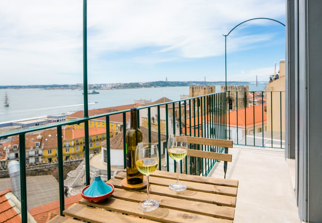 outdoor access with a balcony and views of the Tagus