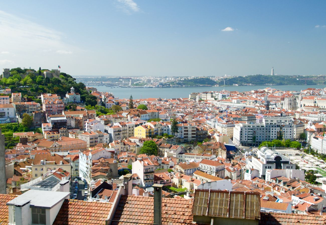 View of the city center of the Miradouro da Graça