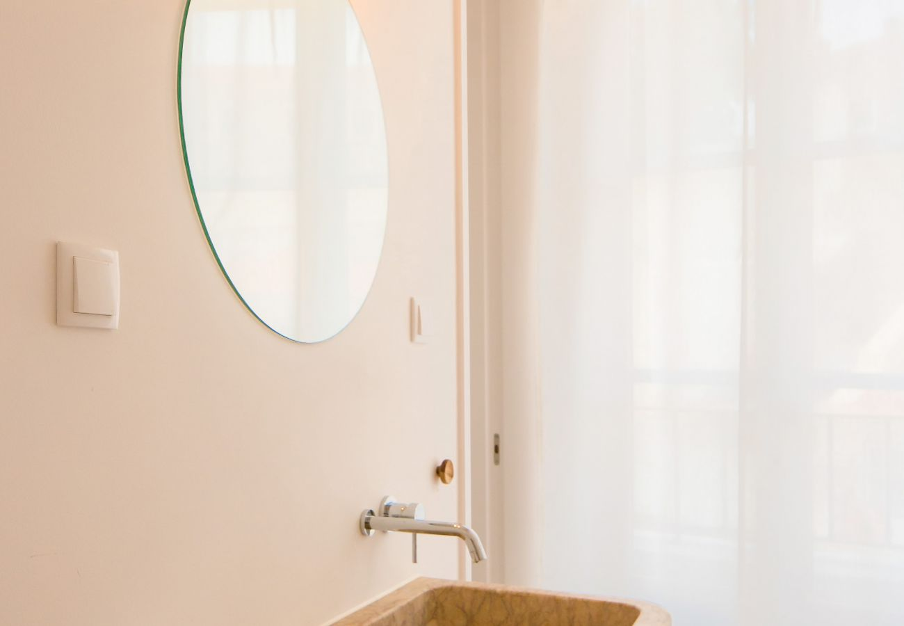 bathroom in Lisbon apartment rental with family or friends