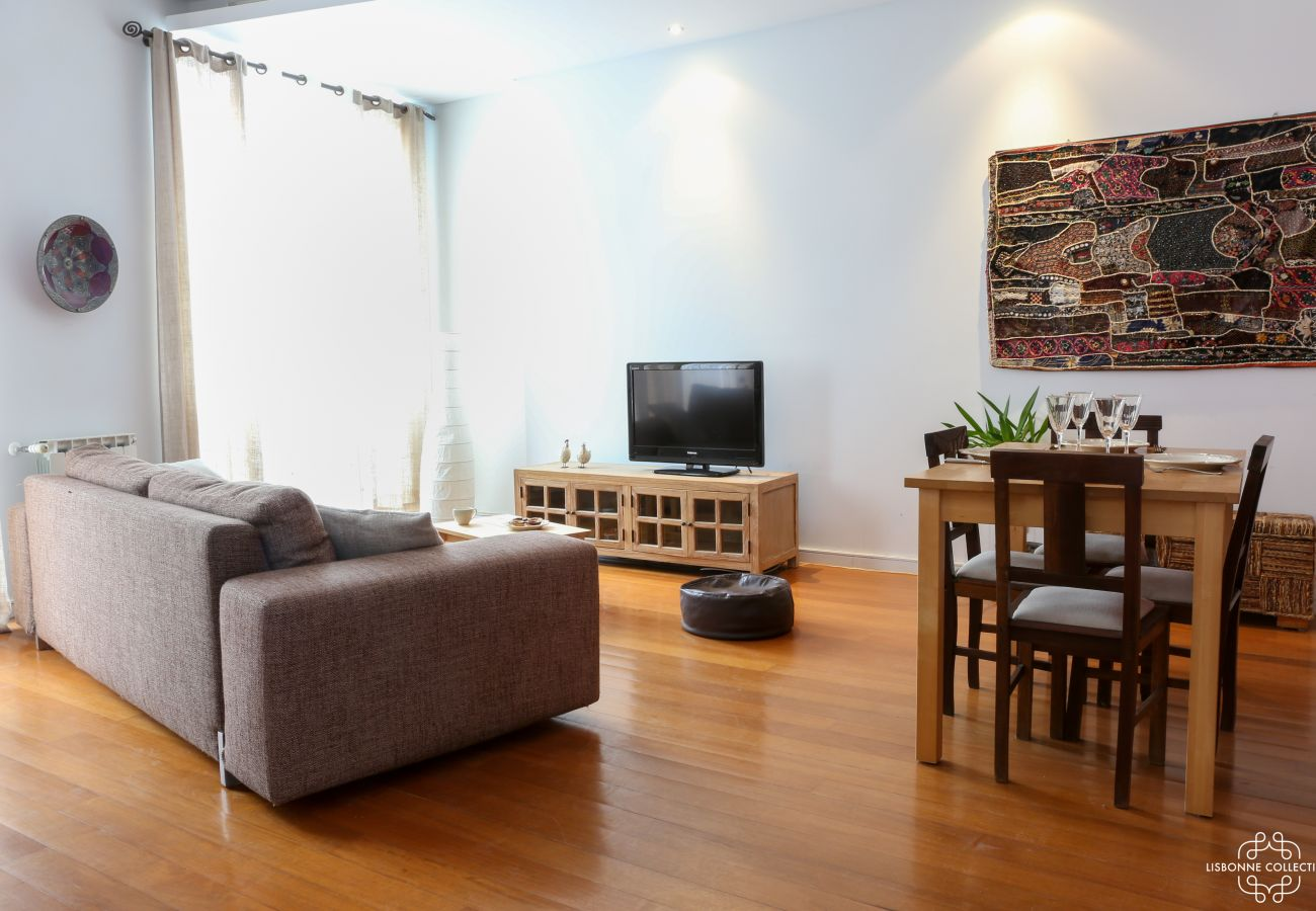 Dining room furnished in city center for rent for holidays