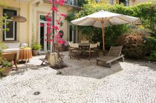 House in Lisbon - Garden Mansion in Historic Centre 4 by...
