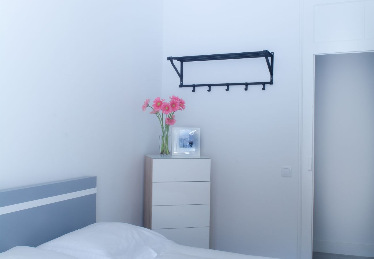 Dresser in room for rent in Lisbon in the heart of the city