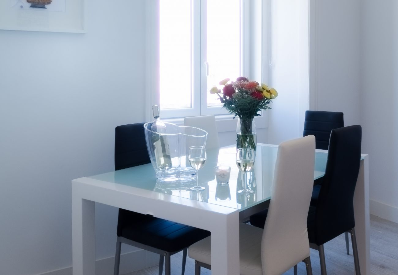 Table for dinner with family or friends in a rental apartment in Lisbon