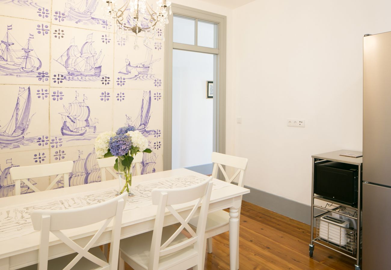 Spacious and bright dining room with views of the historic district