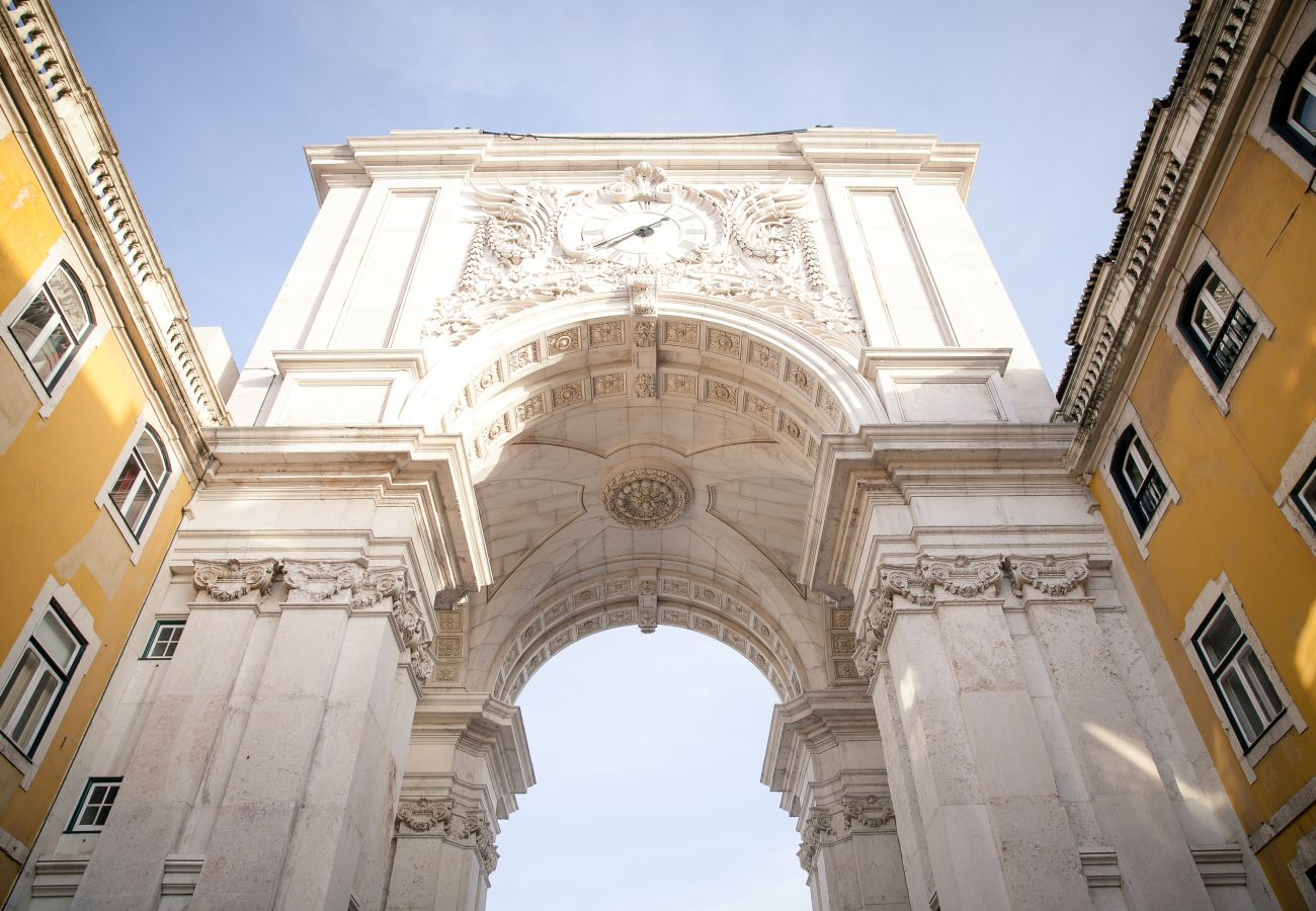 Arch of the Commerce Square in Lisbon next to the apartments for rent