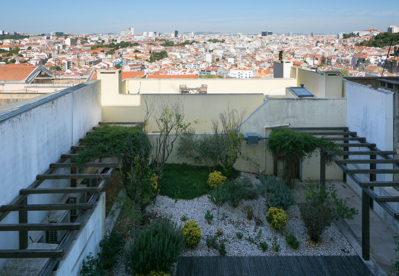 View of the sumptuous garden and Lisbon in the heart of the city