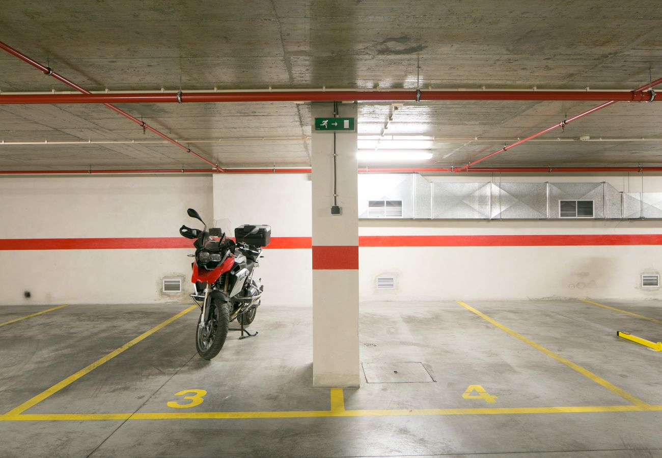 Garage under the building for rent with parking space with apartment