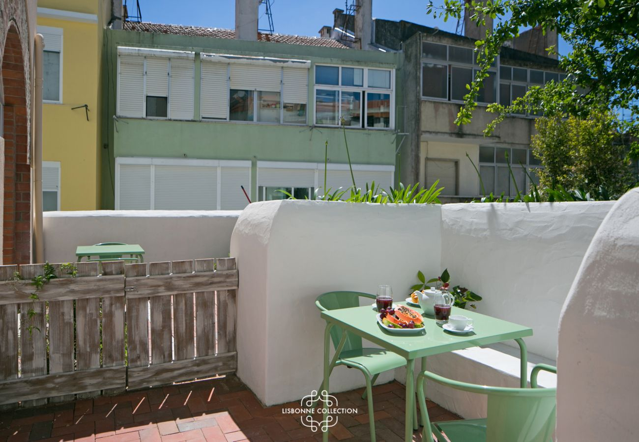 Outdoor access with terrace and garden for rent in Lisbon