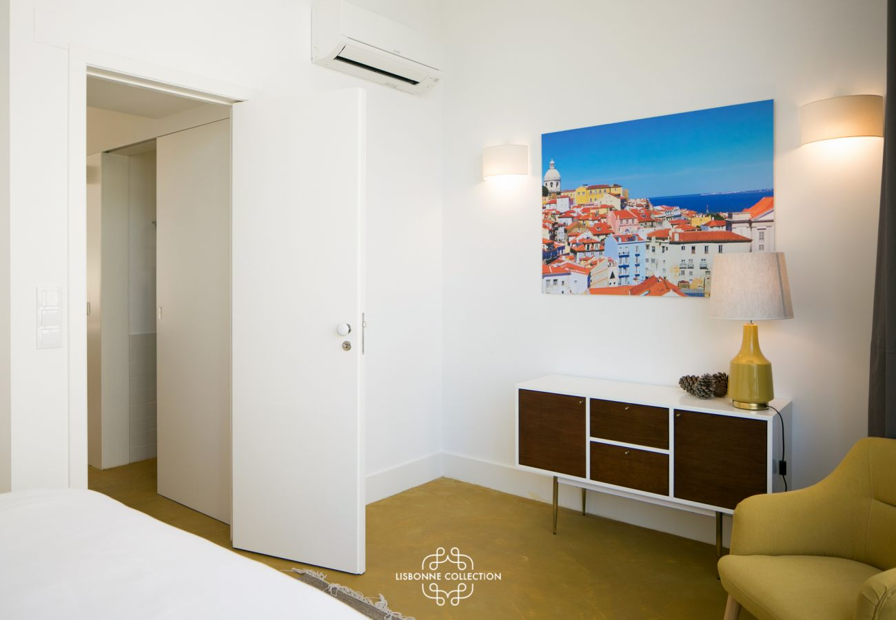 Decoration in an adult room for rent in the Portuguese capital