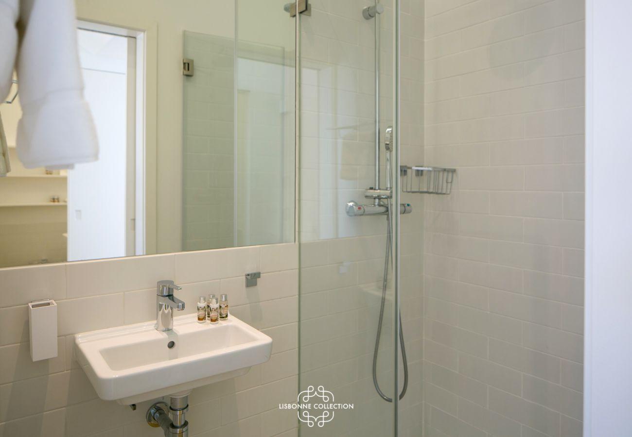 Modern and luxurious bathroom