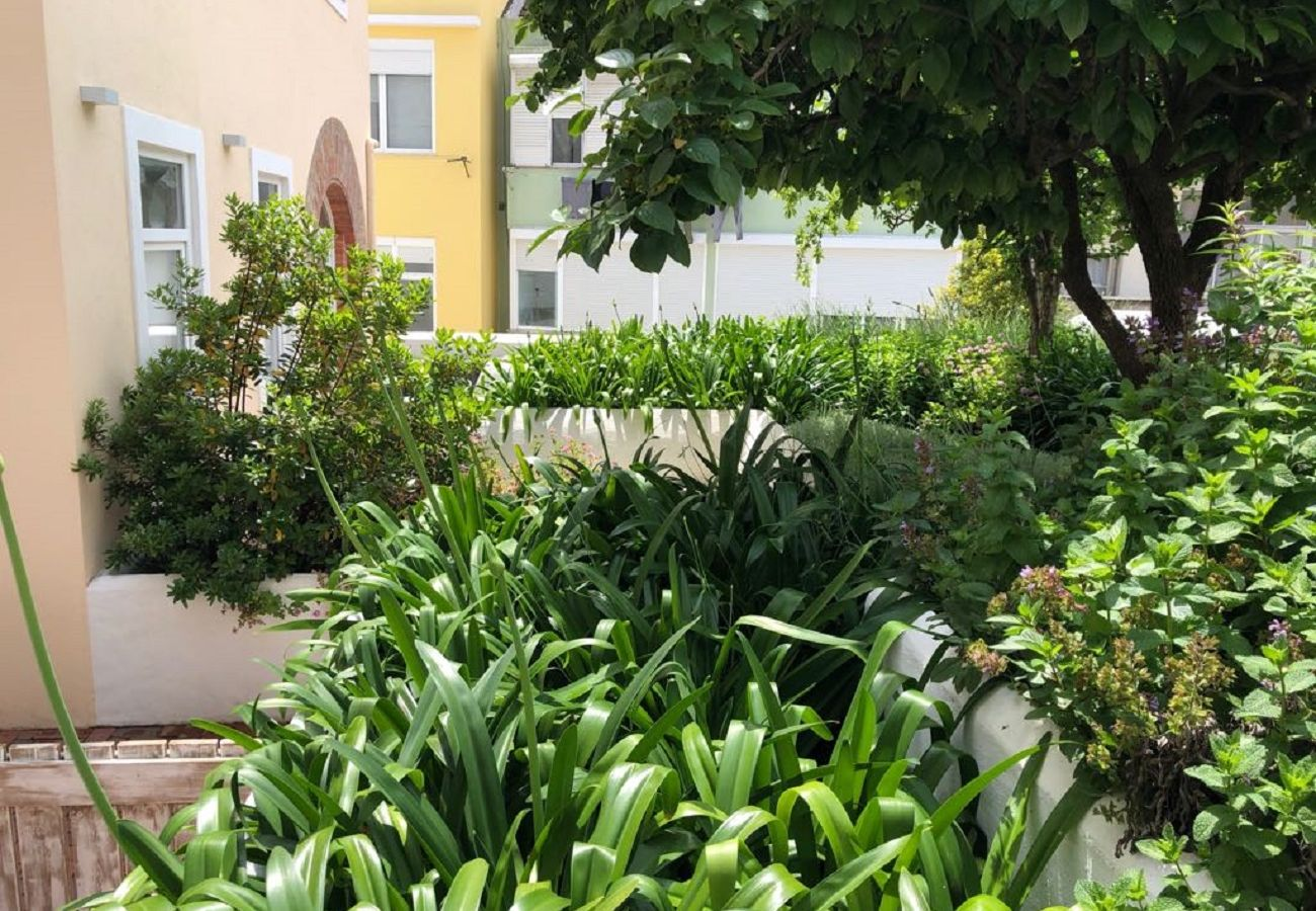 Apartment in Lisbon - Garden Quiet and Cool Apartment 27 by Lisbonne Collection