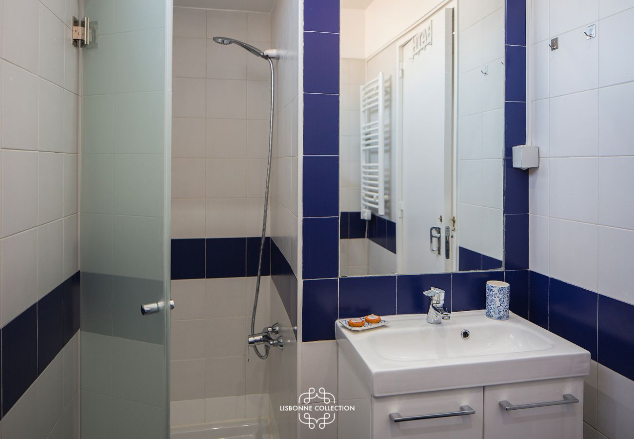 Colorful bathroom with shower and washbasin