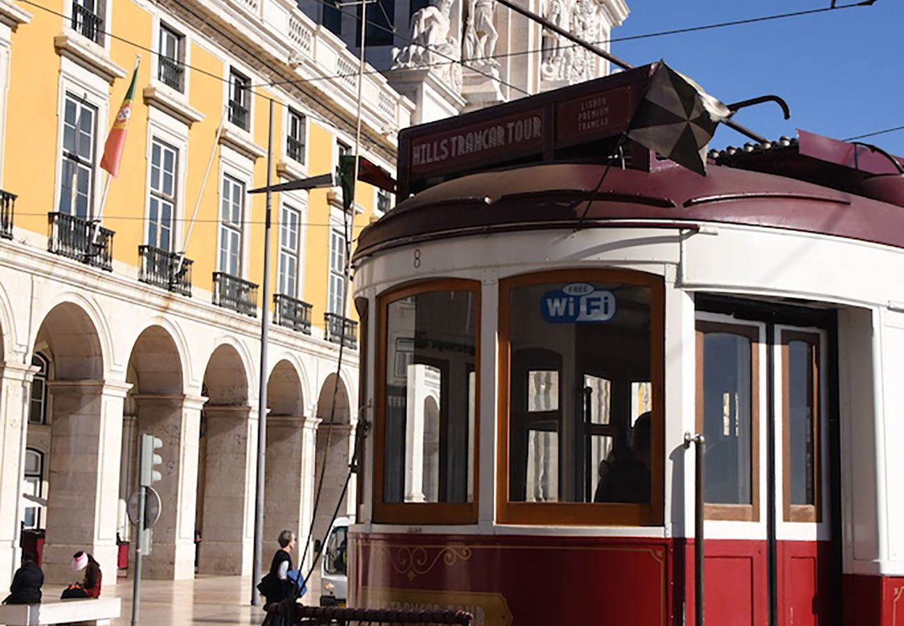 Apartment in Lisbon - Very Central Balcony Apartment 45 by Lisbonne Collection