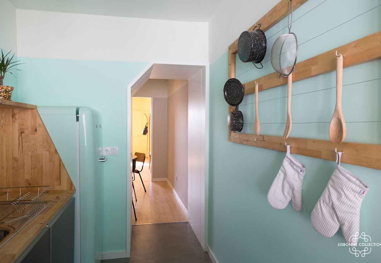 Cozy blue decoration in a retro kitchen for rent in Lisbon