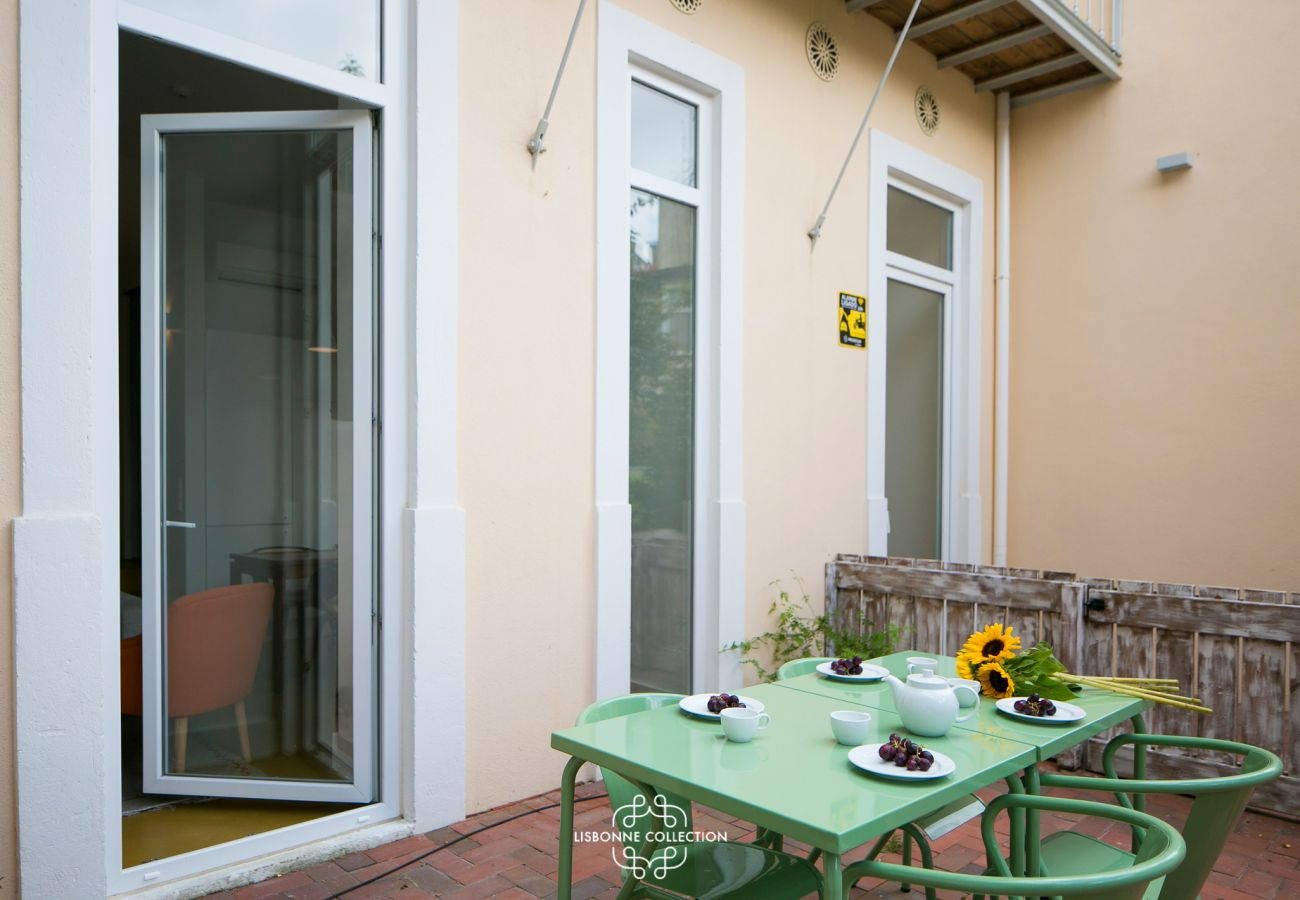 Terrace furnished with high-end garden for rent
