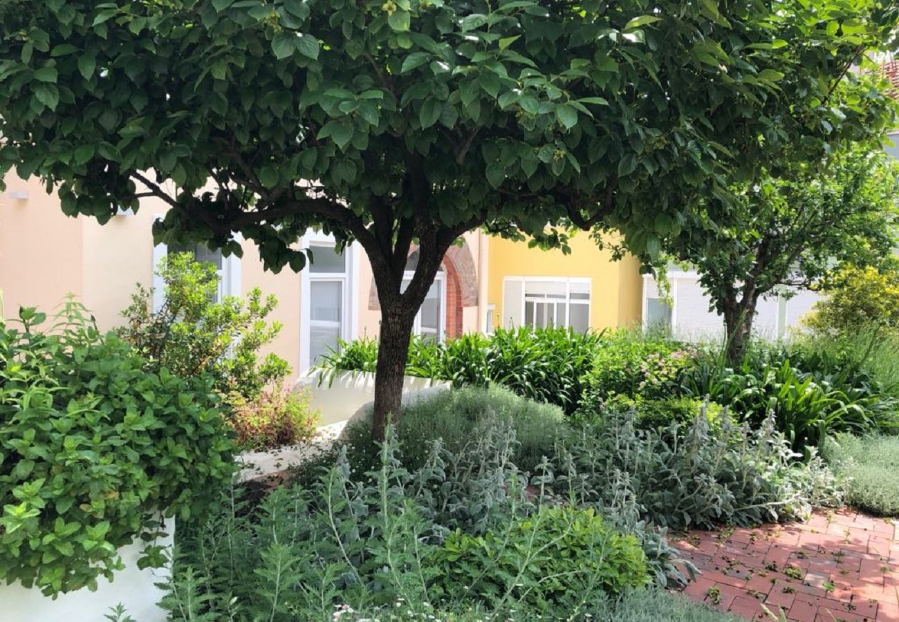 Apartment in Lisbon - Garden Quiet and Cosy Apartment 30 by Lisbonne Collection