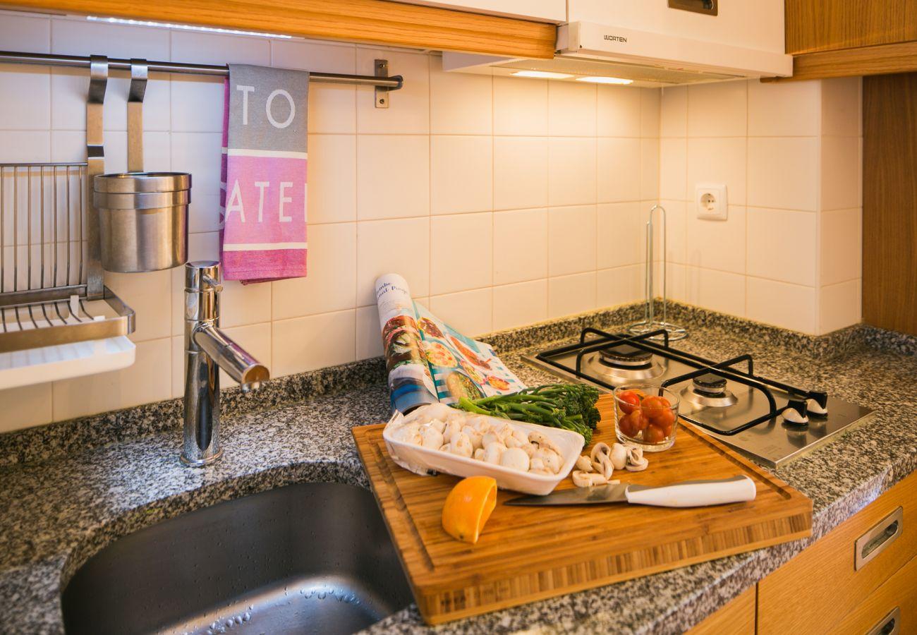 Kitchen with high-end prestigious marble worktop