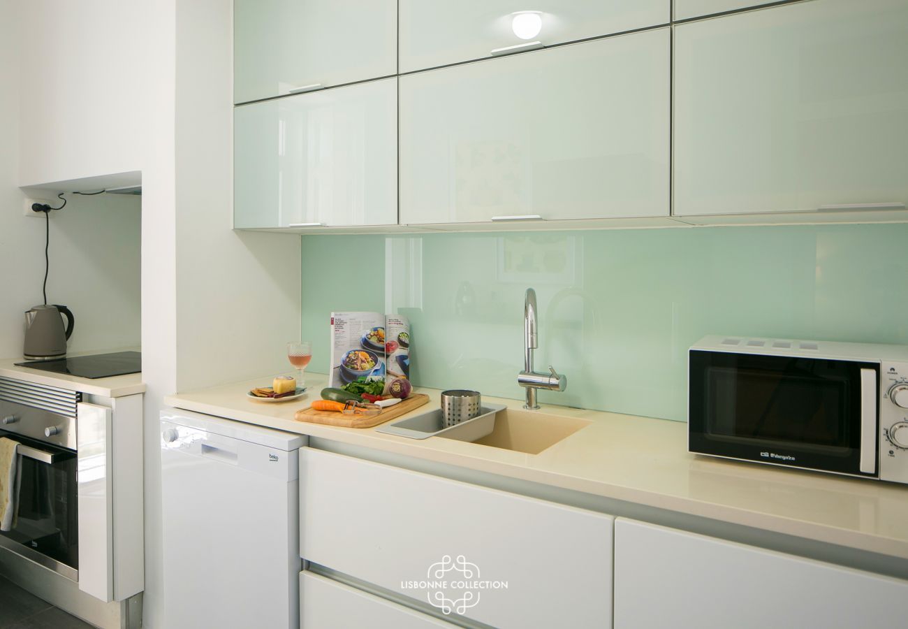 Fully equipped kitchen with hob, oven, microwave, sink and dishwasher
