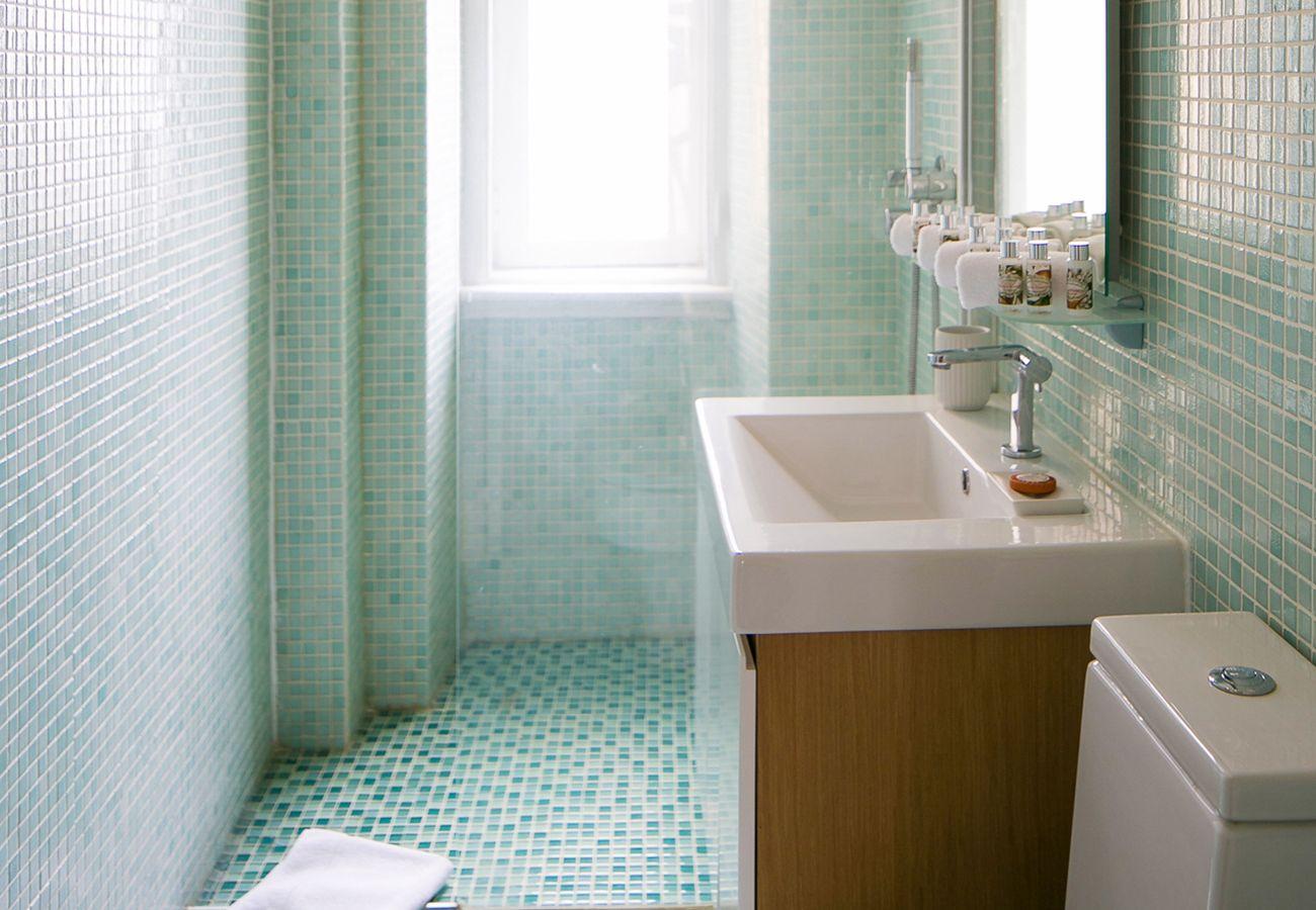 Modern spacious bathroom with white tiles