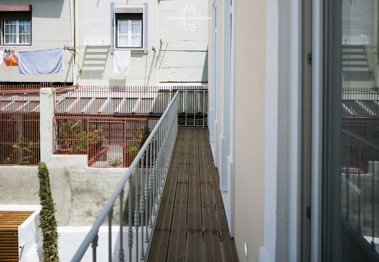 Outdoor access with garden view in the heart of the city