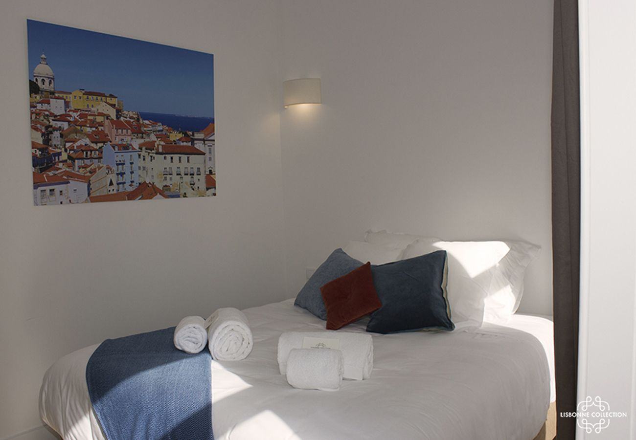 Spacious and resplendent room in the heart of the city of Lisbon