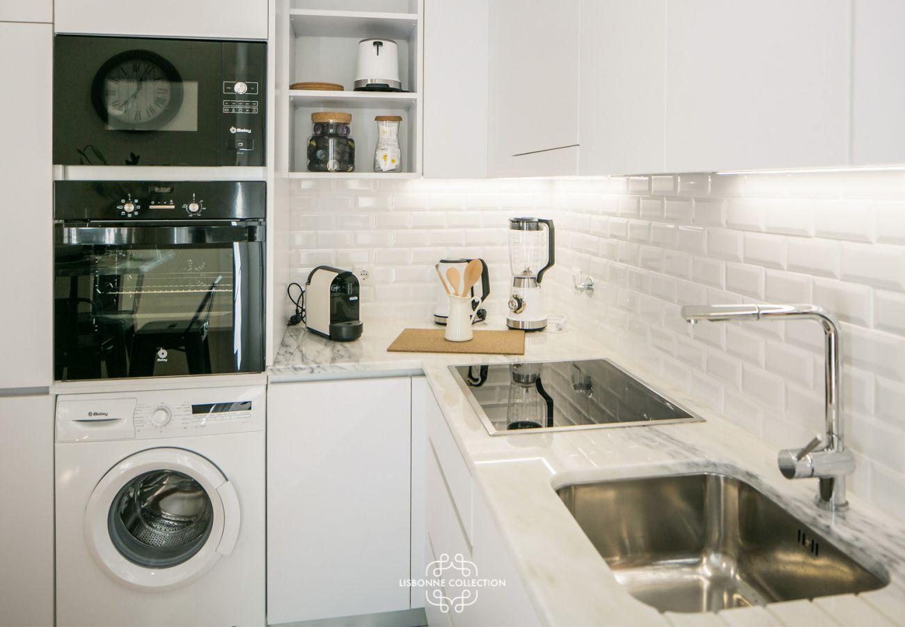 upscale contemporary white kitchen