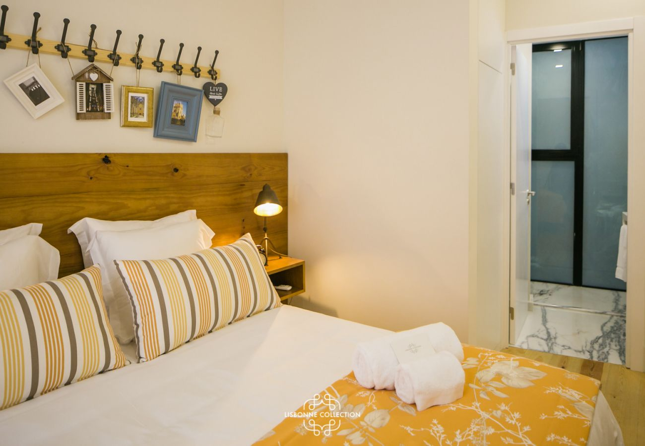 Apartment in Lisbon - Very Central and Charming Apartment 60 by Lisbonne Collection