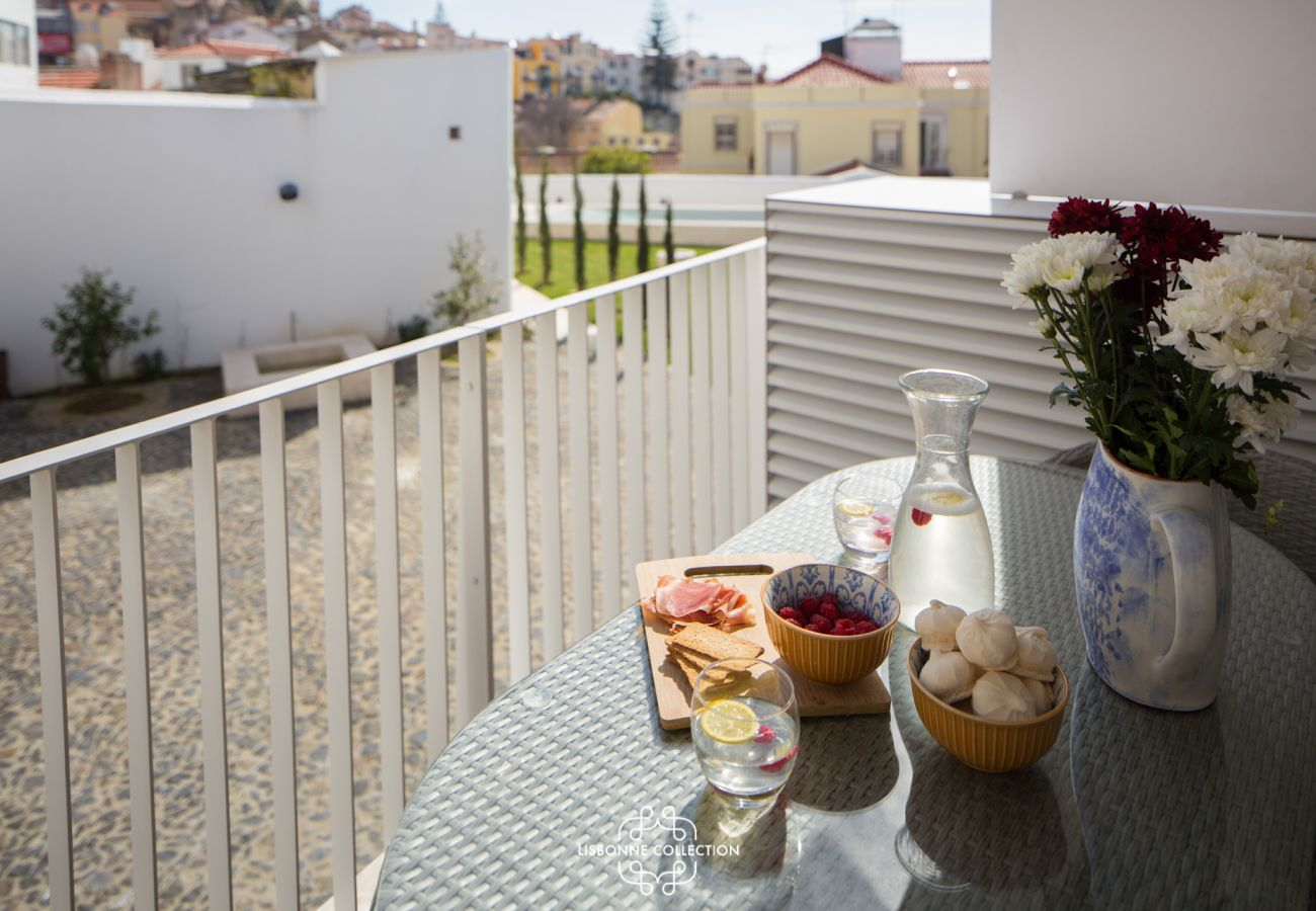 Balcony with table for a good full breakfast