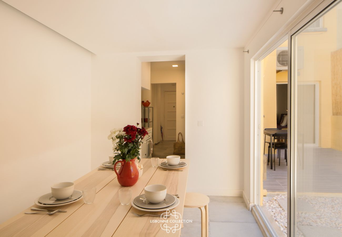 Apartment in Lisbon - Sleek and Comfortable Pateo 51 by Lisbonne Collection