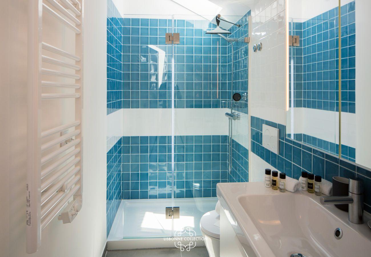 bathroom with bathtub in blue color
