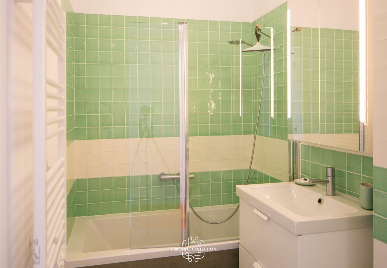 bathroom with a green bathtub